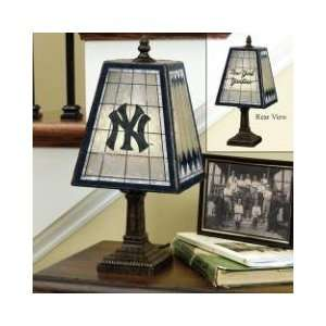NEW YORK YANKEES Team Logo Hand Painted ART GLASS TABLE LAMP (14 Tall